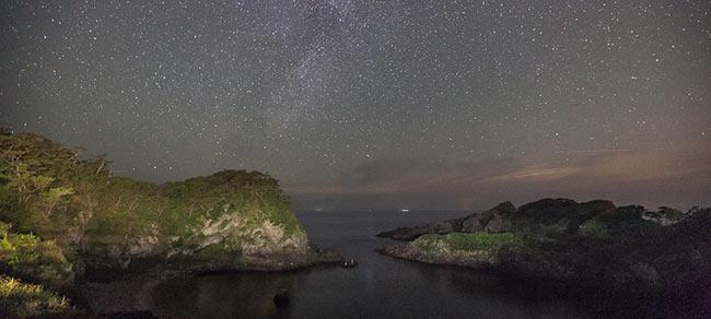 泊海水浴場の夜景
