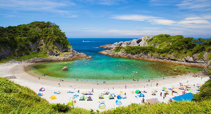 式根島観光協会 | 泊海水浴場