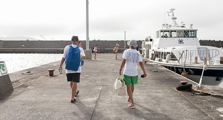 連絡船「にしき」で、式根島へのクルージング。