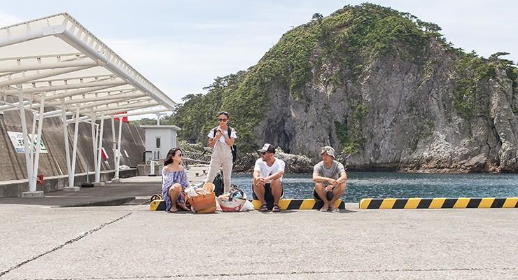 式根島・野伏港に到着。